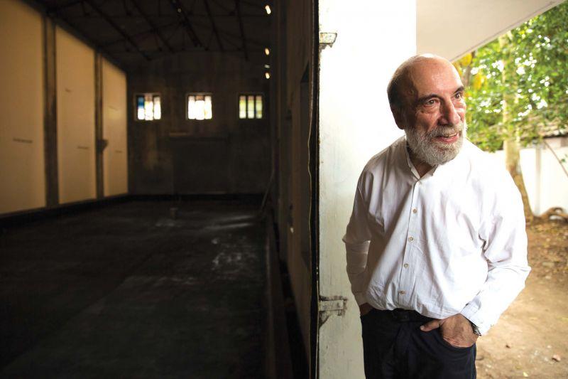 Chilean poet Raul Zurita near his installation