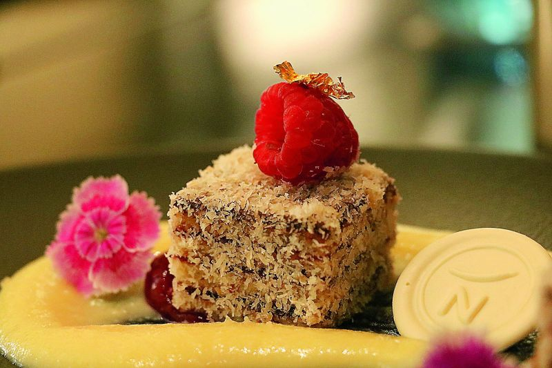 Lamington with Coconut Rabri