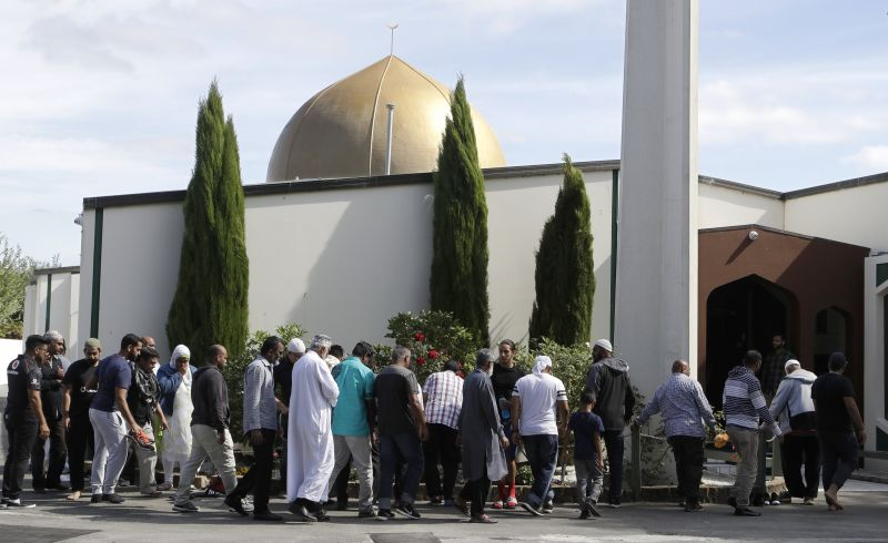 Worshippers prepare to enter the Al Noor mosque following last week's mass shooting in Christchurch, New Zealand. (Photo:AP)