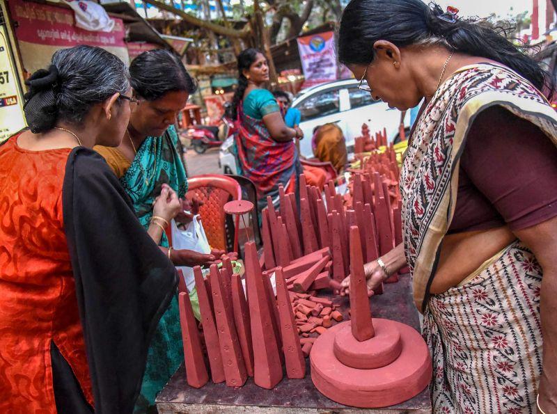 A vendor selling 'Thrikkakara Appan', the most important of Onam celebration at Kochi. (Photo: PTI)