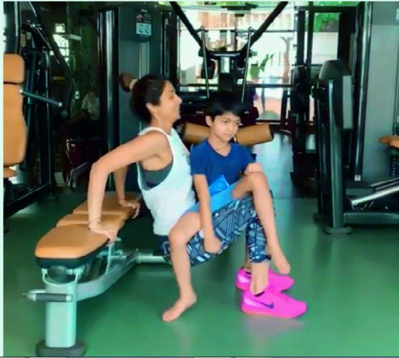 In her latest video, Shilpa Shetty is seen doing lifts with her son Viaan, who seems to be enjoying it.