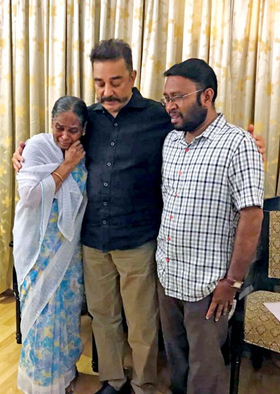 MNM Founder Kamal Haasan offers his condolence to Lourdhu Mary, mother of Usha, who was killed in Tiruverumbur recently.