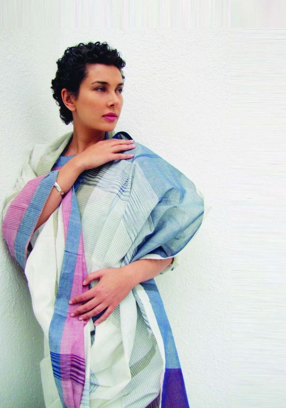 Lisa Ray in Kunbi sari by Fernandes