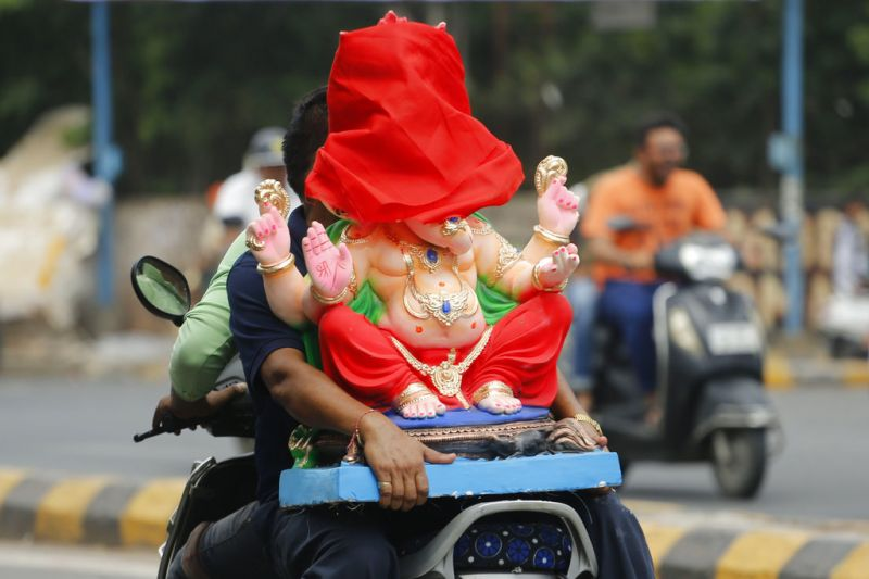 Devotees transport an idol of elephant-headed Hindu God Ganesha to a place of worship for Ganesh Chaturthi festival in Ahmadabad. (Photo: AP)