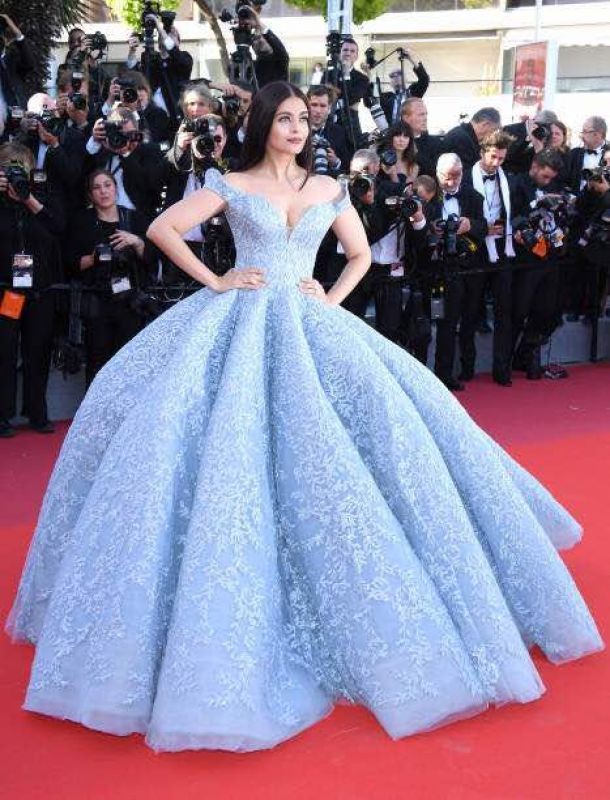 Cannes\'17: Aishwarya continues her quirky lipstick saga; turns up in ...