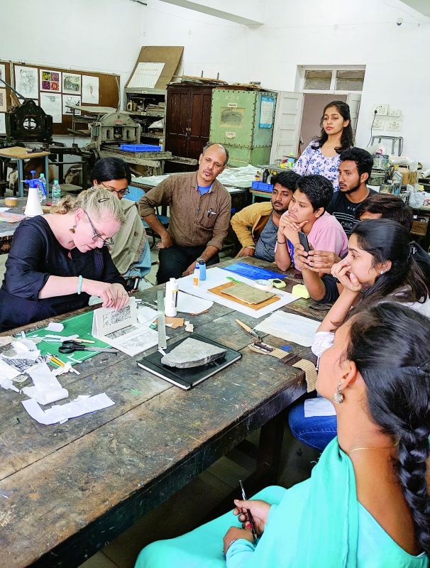 Artist Jessica Meuninck Ganger from Wisconsin, USA demonstrating the process of takbon to the students of JNAFAU.