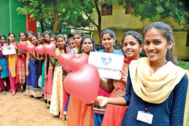 Students from Kumara Rani Meena Muthiah College on Thursday undertake a pledge to create awareness on heart diseases to mark the World Heart Day. (Photo: DC)