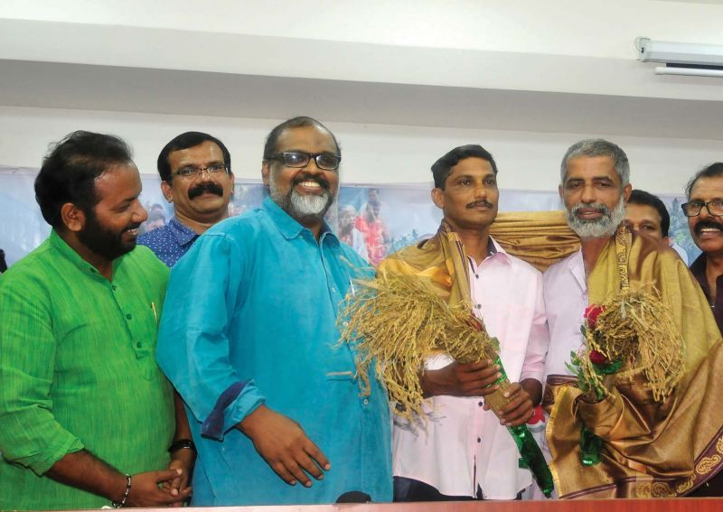 CMP leader C.P. John welcomes Keezhattoor agitation leaders Suresh and Manoharan with paddy stalks by  in Thiruvananthapuram on Saturday.  (Photo:  A.V. MUZAFAR)