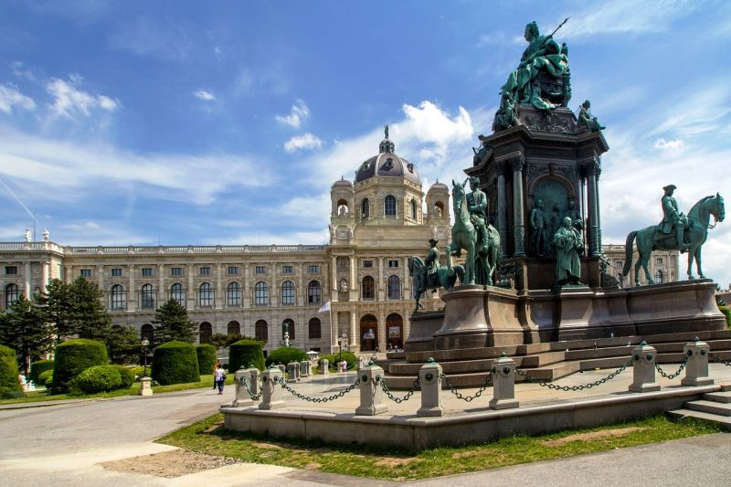 Located in the 7th district of the city of Vienna, MQ is home to a range of installations from large art museums like the Leopold Museum and the MUMOK to contemporary exhibition spaces like the Kunsthalle Wien. (Photo: Pixabay)