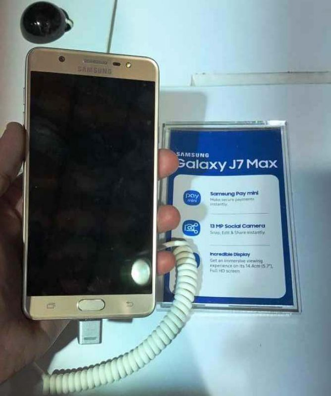 dc938f43b4 The slightly premium Galaxy J7 Pro comes with Samsung s own 1.6GHz Exynos  7870 processor
