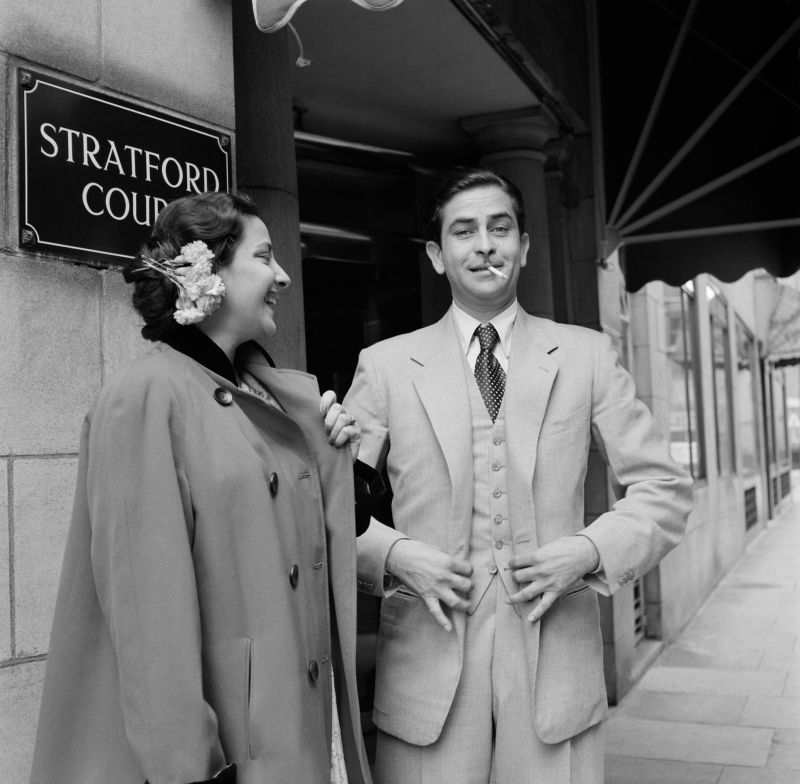 Raj Kapoor and Nargis outside Stratford Court Hotel in Oxford Street (now the Edwardian Berkshire Hotel), London, 1956. (Photo: Jitendra Arya/  Jitendra Arya Foundation)