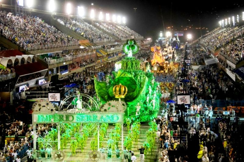 Rio's Sambadrome, full of thousands of costumed dancers and elaborate floats decorated to reflect national, regional, cultural or historic themes. (Photo: AFP)