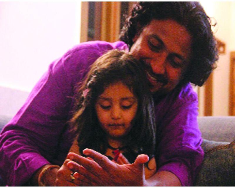 Director Vinod Kapri with protagonist Myra Vishwakarma.