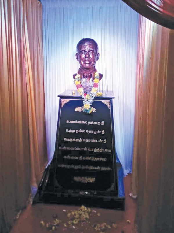 Actor unveils a bust of his late father D. Srinivasan.