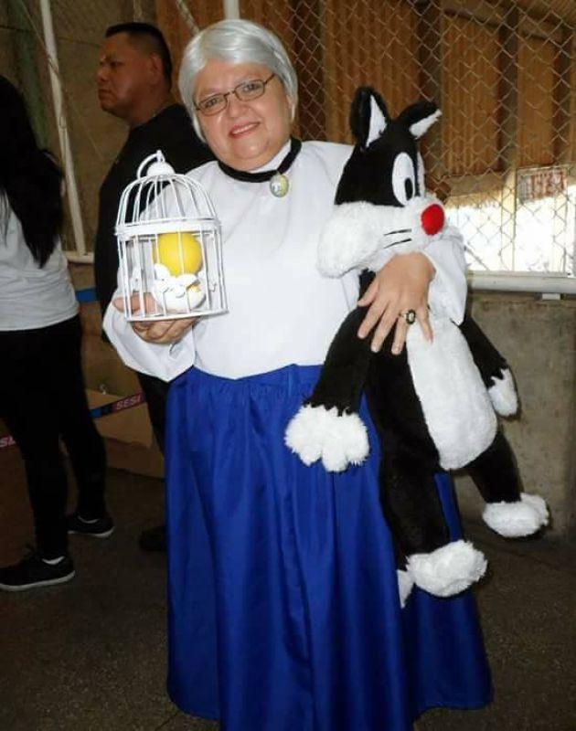 Solange Nascimento Amorim dressed up as Granny from Tweety (Photo: Facebook)