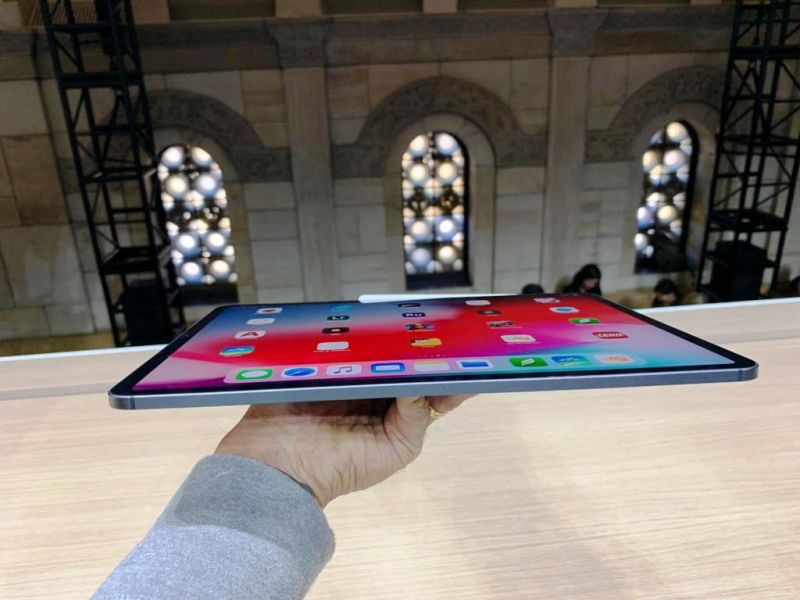 The new iPad Pro is 5.9mm thin and features an iPhone 5S-esque edgy frame. Apple crafts the body out of recycled aluminium, thereby reducing environmental degradation.
