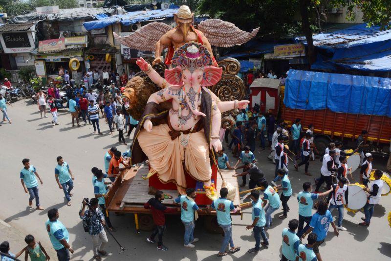 Eco Friendly Ganesha Devotees of Sri Siddhivinayak Mandal Sakinaka carry a 21 feet Lord Ganeha Idol made out 75 kg Tissue paper and glue idol carry from Andheri to Sakinaka, Mumbai. (Photo: Mrugesh Bandiwadekar)
