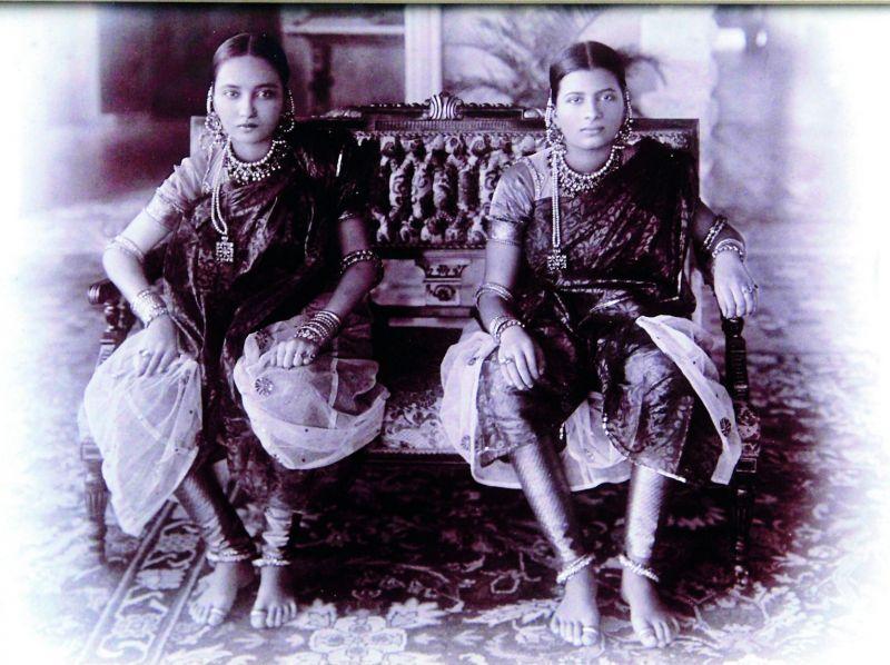 Chunnu Begum and Buggu Begum, wives of Mir Osman Ali Khan. Secunderabad, c. 1915. Chowmahalla Palace Collection, Hyderabad.