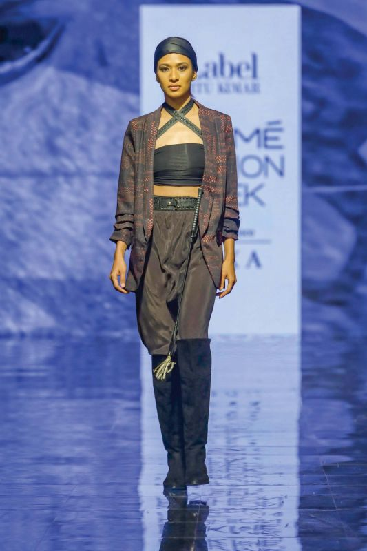 Accessories and outfit by  Ritu Kumar at Lakme Fashion Week
