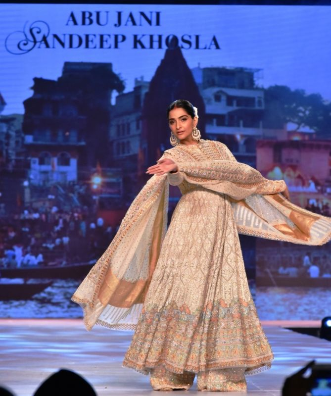Sonam Kapoor Ahuja in her traditional best at fashion for a cause. (Photo: File)