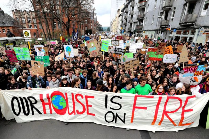 Thousands of students gathered in Berlin, skipping school to take part in a rally demanding action against climate change. (Photo: AP)