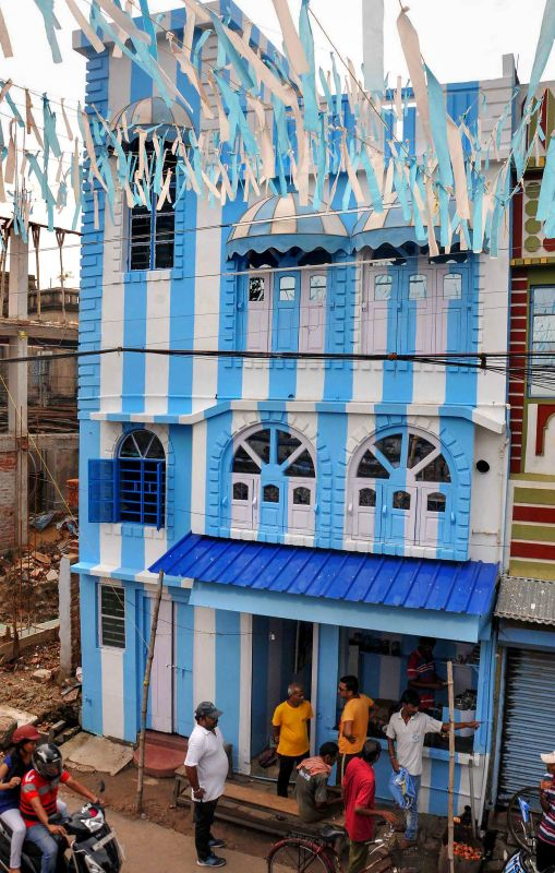 Love For Leo Messi Kolkata Tea Stall Owner Paints Entire House In