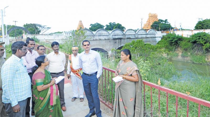 Thanjavur collector M.Govinda Rao inspecting walking path along GA canal. (Photo: DC)
