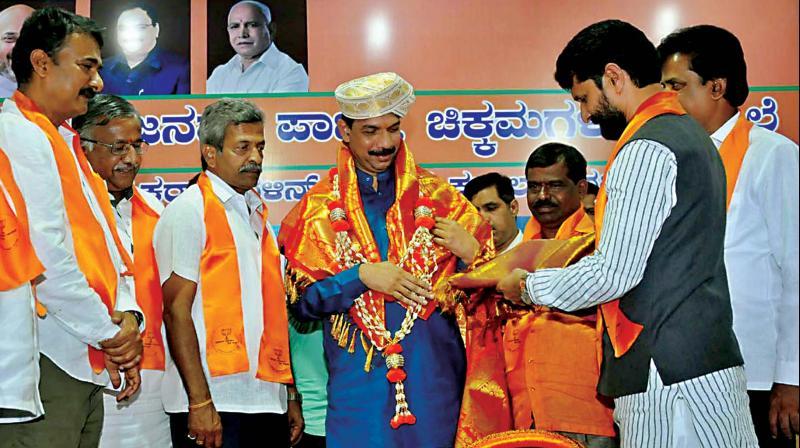 Minister C.T. Ravi felicitating state BJP president Nalin Kumar Kateel in Chikkamagaluru on Thursday. (Photo: KPN)