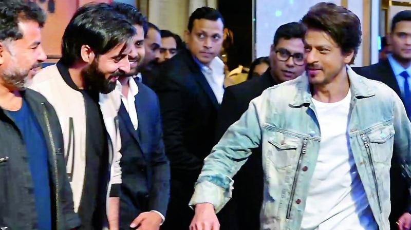 Shah Rukh Khan hardly fails to appease the media when he is making his appearances.