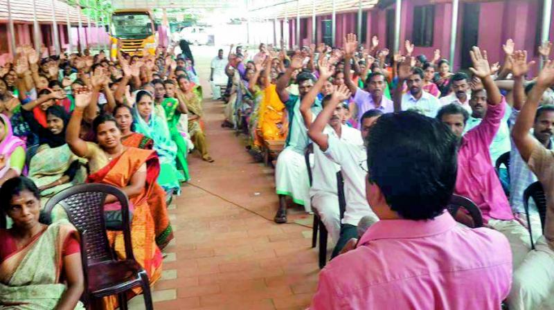 Parents of students at Kalavoor Higher Secondary School take oath as part of campaign of no TV serial at home during study time.