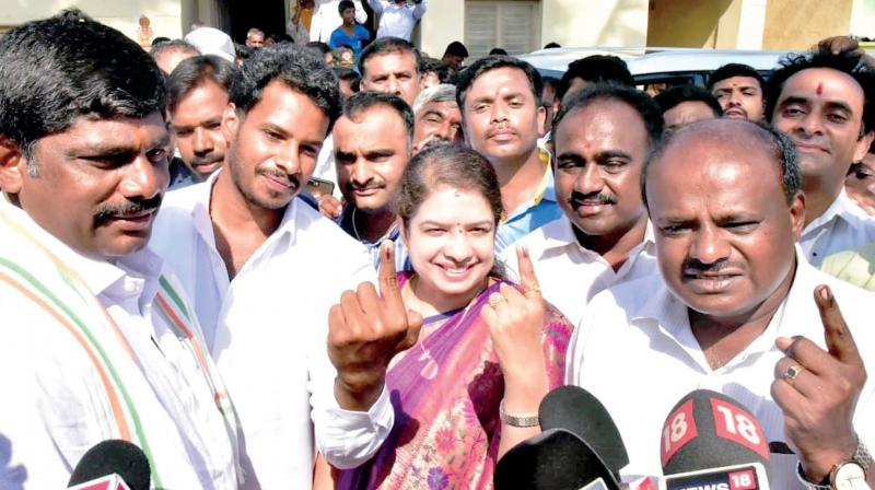 CM H.D. Kumaraswamy and his wife Anitha Kumaraswamy with their son Nikhil and Congress's D.K. Suresh  after voting at Ketaganahalli near Ramanagara on Thursday (Photo:  KPN)