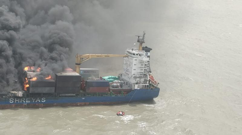 The rough sea wind is hampering the rescue operation as the fire is yet to be brought under control. (Photo: DC)