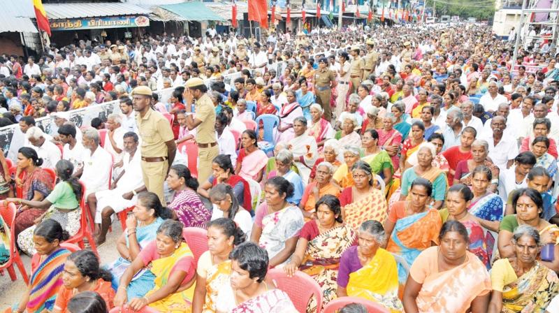 A massive crowd gathers for CM Edappadi K. Palaniswami's campaign in Vellore on Friday. (Photo: K. Senthil Nathan)
