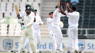 Kagiso Rabada along with South Africa team celebrates fall of Murali Vijay's wicket (Photo: BCCI)