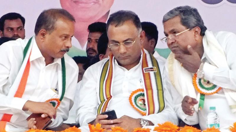 Congress MP Dhruvanarayana, KPCC President Dinesh Gundurao and former Chief Minister and CLP leader Siddaramaiah at party's Parivartana Yatre in Chamarajanagar on Friday (Photo:KPN)