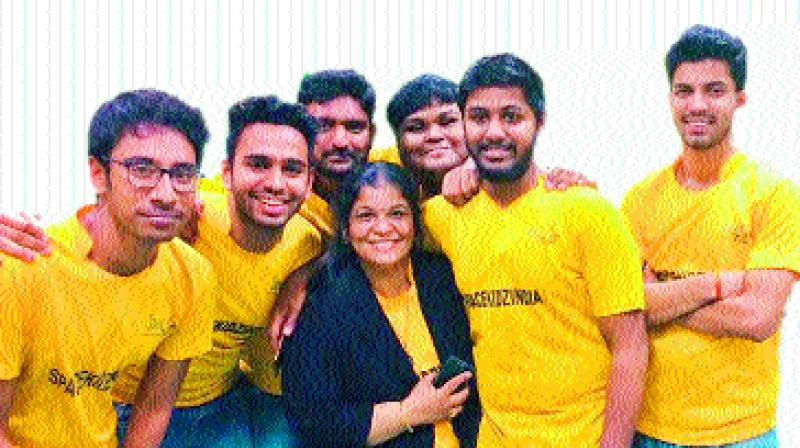 Space Kidz CEO Srimathy Kesan with the students.