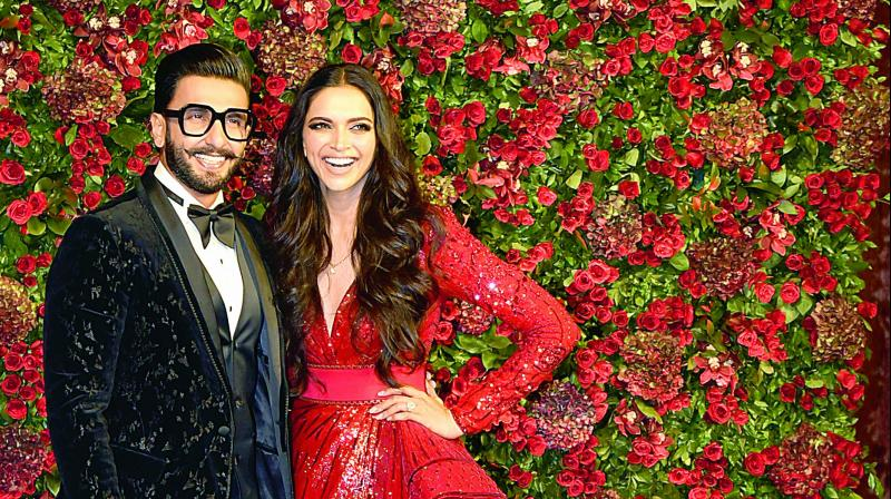 Cute! Deepika and Ranveer Pose WITH the Media