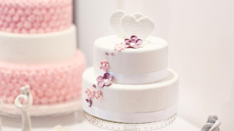 """A slice from Charles and Diana's wedding, presented in a white box with """"CD Buckingham Palace 29th July 1981"""" in silver printing and wrapped in a paper doily, is estimated to fetch $800-$1,200, the auction house said. (Photo: Pixabay)"""
