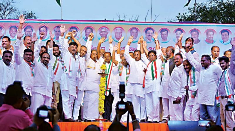 Congress and JD(S) leaders including CM HD Kumaraswamy and Siddaramaiah at a poll rally in Ballari. (Photo: DC/File)