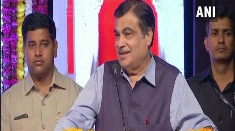 Coming down on red-tapism, Union minister Nitin Gadkari said on Saturday that he warned some officials earlier in the day that if a certain issue was not resolved, he would tell people 'dhulai karo' (thrash them). (Photo: File)