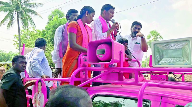 As the D-Day draws closer, leaders and workers of the TRS and Congress have intensified their campaigns in Huzurnagar.