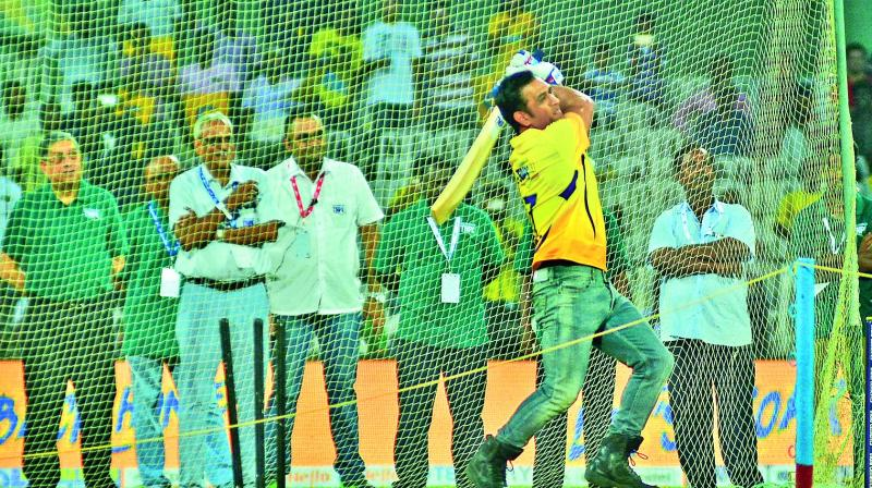 M.S. Dhoni, sporting a yellow jersey, takes part in the 'six-hitting' competition that kick started the second edition of the Tamil Nadu Premier League on Saturday. Former BCCI president, N. Srinivasan looks on from behind. (Photo: E.K. Sanjay)