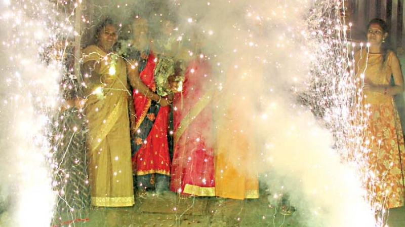 People bursting crackers on the occasion of Diwali festival in Bengaluru (Photo: DC)