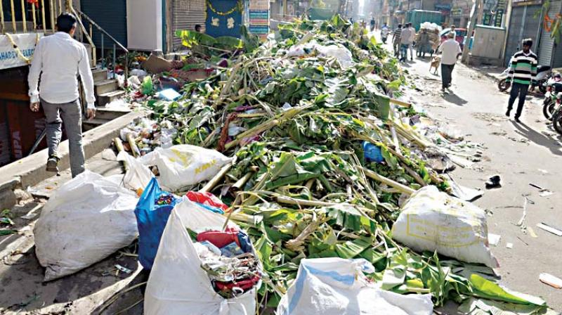 Piles of garbage accumulated at Avenue Road in Bengaluru on Thursday  (Photo: DC)