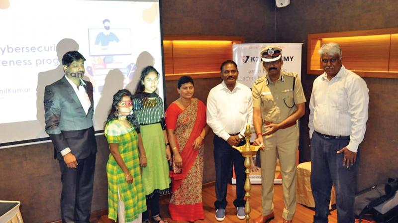 Salem police commissioner, T. Senthil Kumar lights a traditional lamp at the programme on Friday. (Photo: DC)
