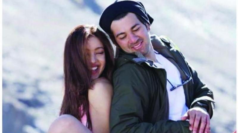 Sunny Deol directs Pal Pal Dil Ke Paas and introduces his son Karan opposite another newcomer Sahher Bambba in this romance.