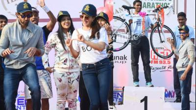 Bollywood stars lent their support to the Thane Police Commissioner's Marathon event held on Sunday. (Photo: Viral Bhayani)