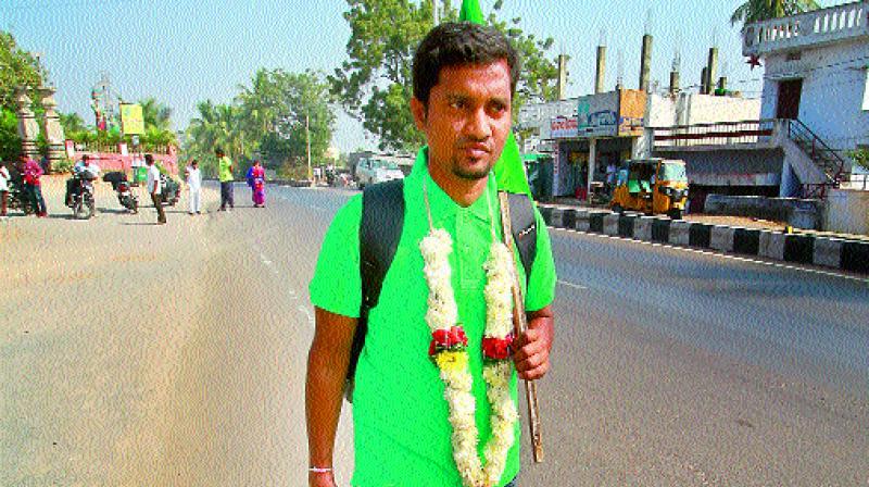 Mr Kolipaka Prakash on a padayatra from Kazipet to Medaram.