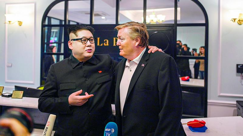 North Korean leader Kim Jong Un impersonator Howard X (L) and US President Donald Trump impersonator Russel White speak to the media at a hotel in Hanoi on Monday. (Photo: AFP)