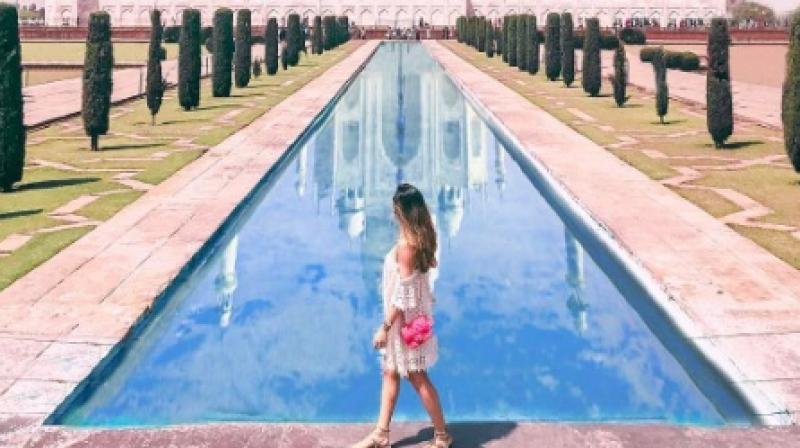 A photo of Liana at the Taj Mahal apprears to be heavily photoshopped. (Photo: Instagram / Amelia Liana)